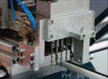 Banco herrajes automático para marcos F-16 de GrafSynergy en Disomaq